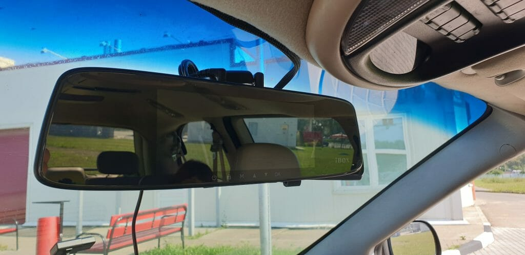 Видеорегистратор зеркало заднего вида