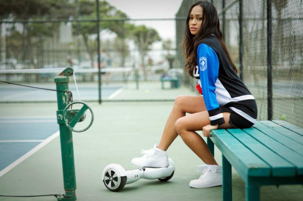 Девушка возле гироскутера