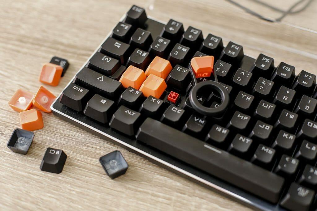 Цветные клавиши для удобства игры