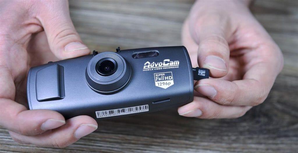 Установка карты памяти в видеорегистратор
