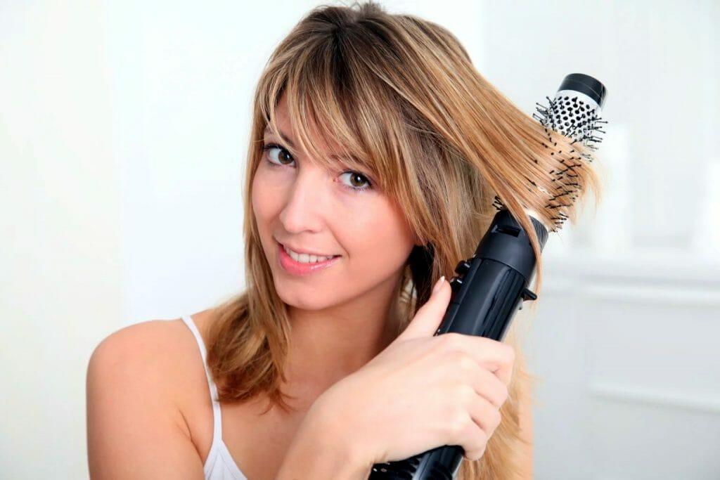 Использование фен-щетки для укладки коротких волос