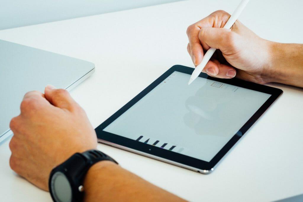 Использование Apple Pencil с планшетом