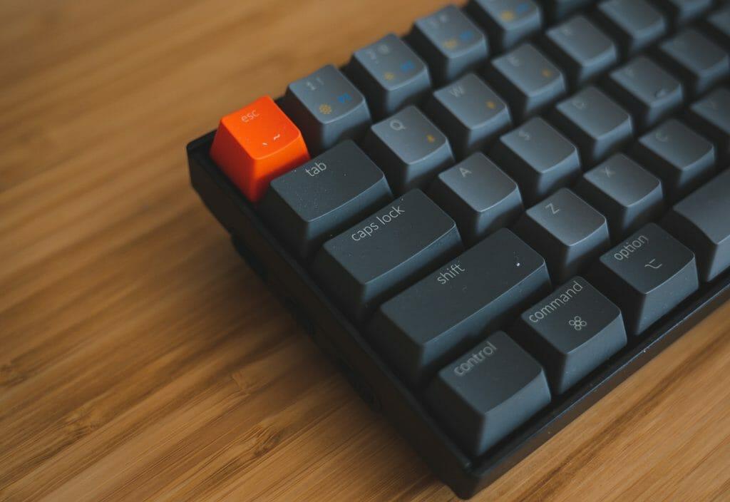 Левая часть игровой клавиатуры
