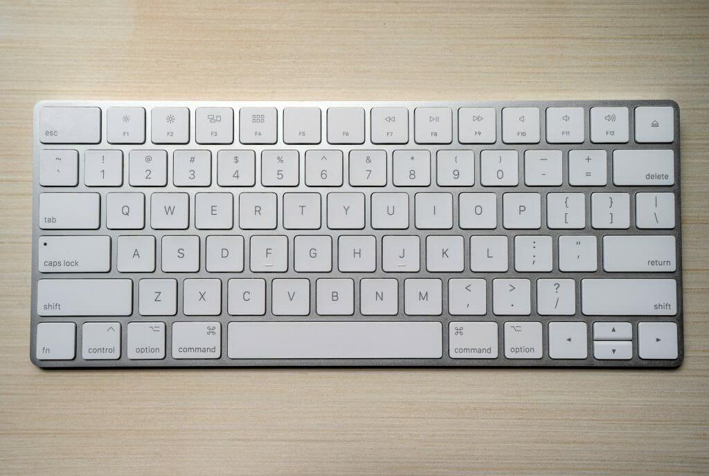 Мембранная клавиатура Apple