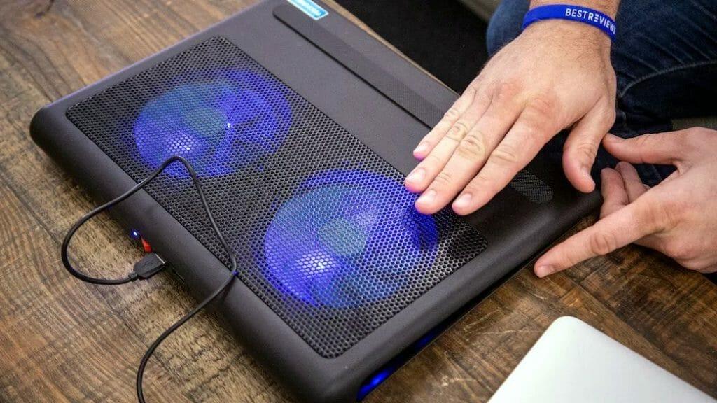 Недорогая охлаждающая подставка для ноутбука