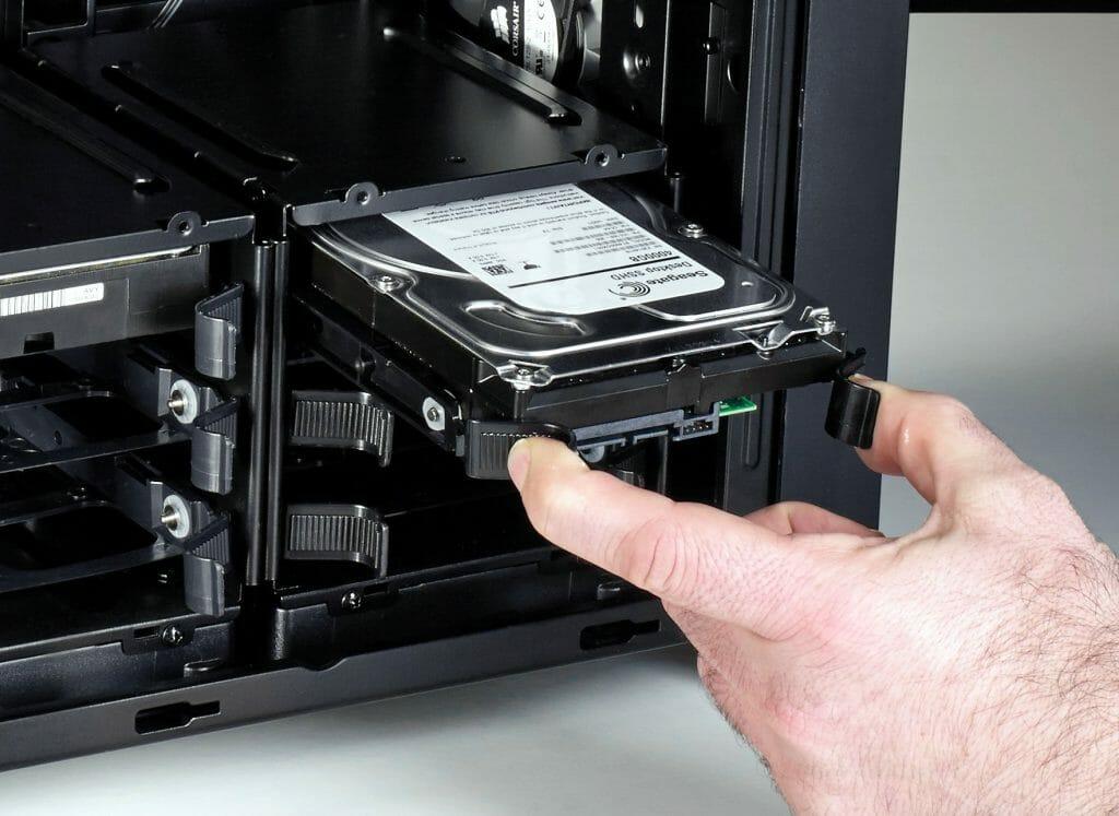 Установка жесткого диска в десктоп
