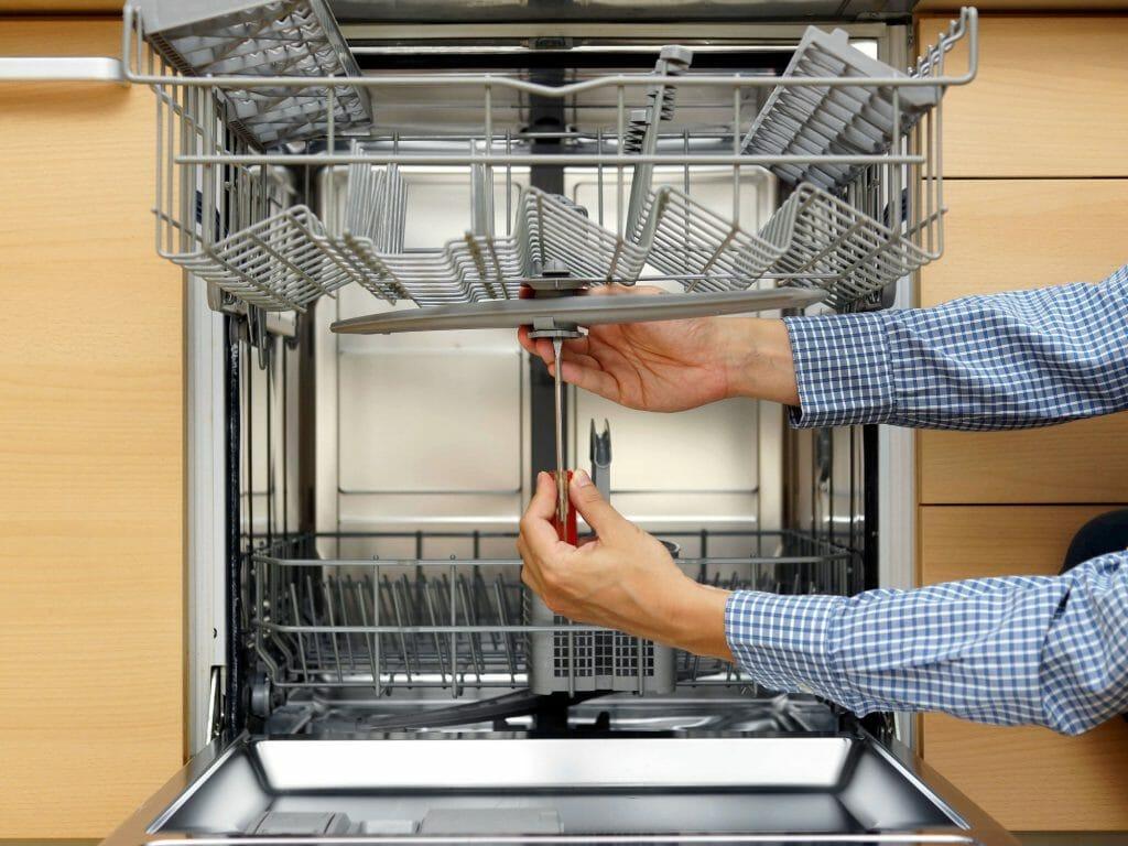 Замена коромысла посудомойки без мастера