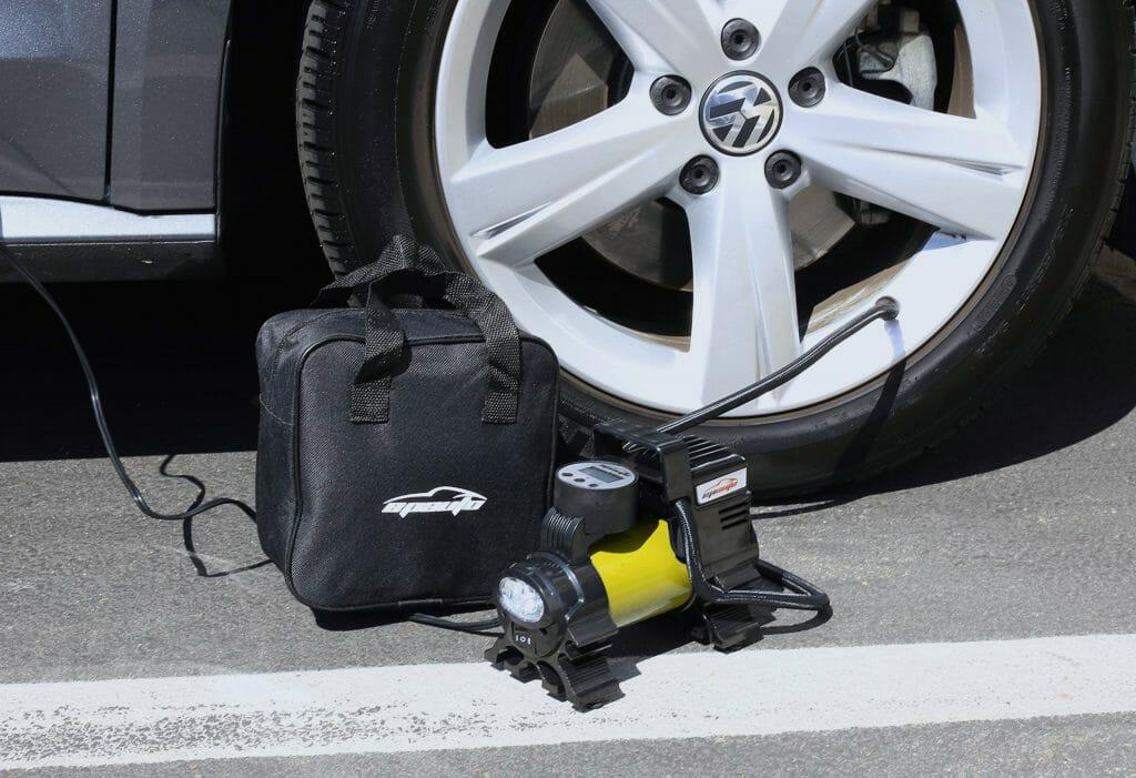 Автокомпрессор с электронным манометром