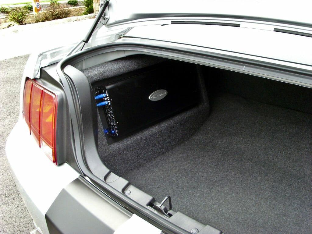 Автоусилитель в багажнике