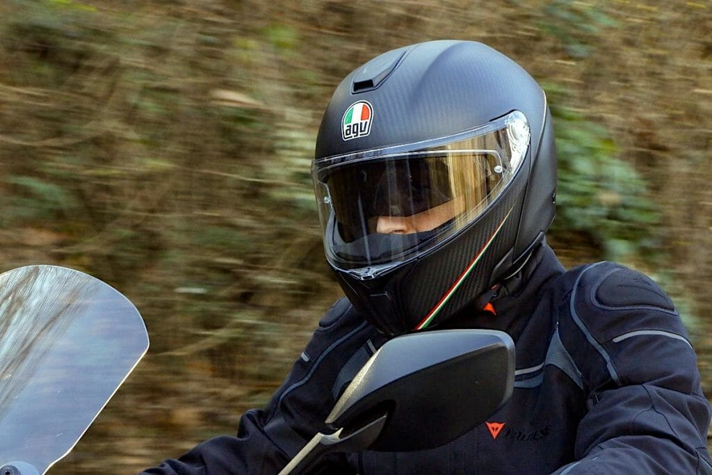Мотошлем с карбона