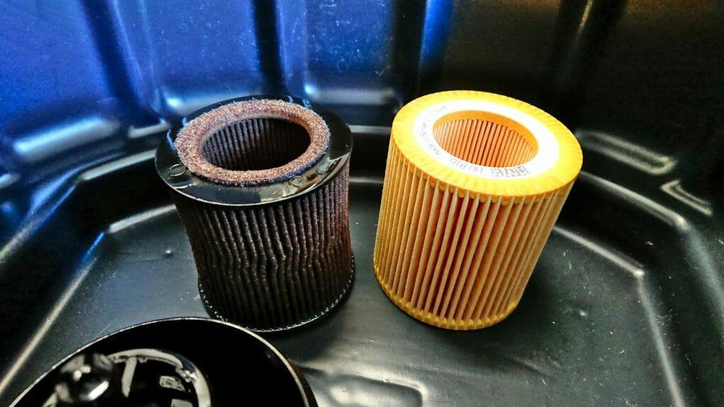 Старый и новый фильтровальный элемент маслофильтра